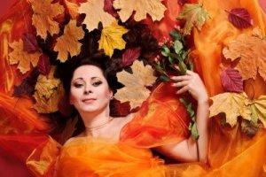 autumn-woman-studio