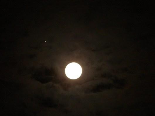 Resultado de imagen para luna llena con eclipse